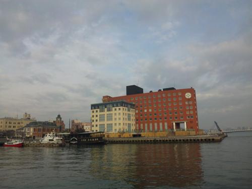 古船と海とHOTEL中々いいと思いません?