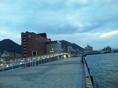 海からハネ橋と門司港ホテル